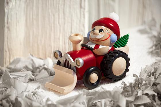 Nikolaus im Traktor