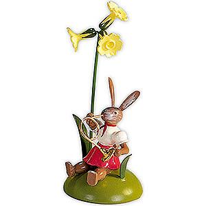 Kleine Figuren & Miniaturen Osterartikel Osterhase mit Primel und Waldhorn, farbig - 10 cm