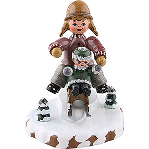 Small Figures & Ornaments Hubrig Winter Kids Winter Children Girls with Sledge - 7 cm / 2,5 inch