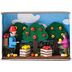 Kleine Figuren & Miniaturen Zündholzschachteln Zündholzschachtel Apfelernte - 4 cm