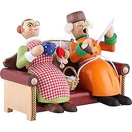 Räuchermännchen Oma und Opa auf Sofa - 13 cm