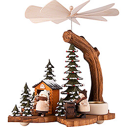 1-Tier Pyramid on Leaf - Walkis in the Winter Forest - 21 cm / 8.3 inch