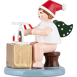 Christmas Angel sitting with Hat and Pyramid - 6,5 cm / 2.6 inch