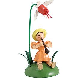 Blumenkind mit Fuchsie und Klarinette sitzend - 12 cm