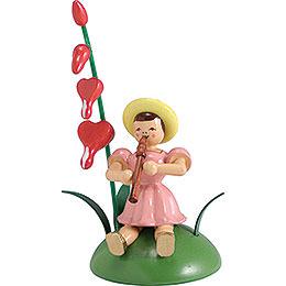 Blumenkind mit Tränendes Herz und Blockflöte sitzend - 12 cm
