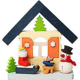 Christbaumschmuck Haus Schneemann mit Nikolausschlitten - 7,4 cm