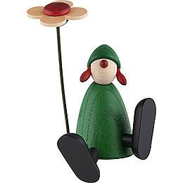 Gratulantin Sophie mit Blume a.Kante sitz./tanz., grün - 9 cm