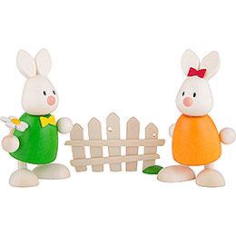 Kaninchen Max und Emma küssend am Gartenzaun - 9 cm