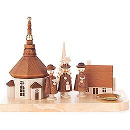 Kerzenhalter mit Seiffener Kirche, Haus und Kurrende - 12 cm