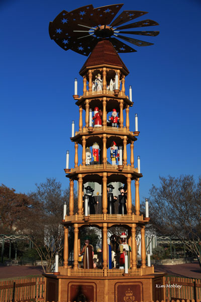 Extra large Outdoor Christmas Pyramids - Fredericksburg, Texas